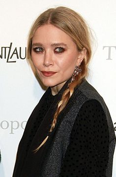 Finally... Mary-Kate Olsen without Photoshop.  She looks her age and there is nothing wrong with that!