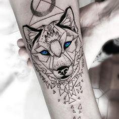 Мужская тату волк в стиле геометрия на предплечье Wolf Tattoos, Animal Tattoos, Tatoos, Male Tattoo, Matching Best Friend Tattoos, Matching Tattoos, Owl Tattoo Design, Tattoo Designs Men, Chest Tattoos For Women