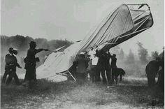 人 類 史 上 第 一 張 墜 機 的 照 片, 攝 於 1908年 9月 17日。
