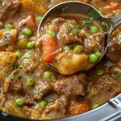 Crockpot beef stew is an easy and flavorful stew recipe that everyone loves. Homemade beef stew hasn't been easier thanks to the slow cooker! Easy Beef Stew, Beef Barley Soup, Homemade Beef Stew, Beef Broth, Butter Chicken, Cooker Recipes, Crockpot Recipes, Crockpot Potroast, Vegan Recipes