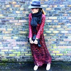 So my solution to the dullarama end of season wardrobe is to wear my favourite things. Maxi dresses are a go go folks! My favourites and how to wear them over on the blog now. Link in bio. Oh and a hat is THE best solution for rain showers. 👌 #spring #rain #hat #fashion #fblogger #maxi #print