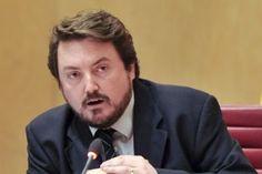 Imputado un diputado del PP por insultar a un oponente por ser gay El aludido, del grupo econacionalista MÉS per Menorca, denunció al parlamentario en 2014 Andreu Manresa | El País, 2015-05-27 http://politica.elpais.com/politica/2015/05/27/actualidad/1432752290_665409.html