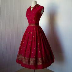 Red a-line sari dress Fashion Moda, 1950s Fashion, Look Fashion, Indian Fashion, Vintage Fashion, Club Fashion, Moda Retro, Moda Vintage, Kaftan Designs