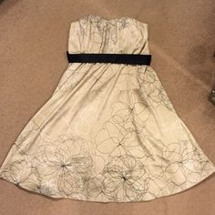 The limited party dress Super cute silky feel polyester, lined, side zip, lightly boned bodice. Bust will fit 34/36 and is roomy. Waist measures 16 inches lying flat and will stretch to 17. In great condition The Limited Dresses Strapless