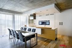 Kuchyňa spojená s jedálňou / Kitchen and dining room.