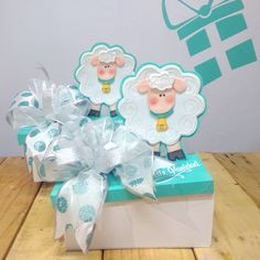 Girl Shower, Baby Shower, Valentine Baskets, Trousseau Packing, Weird Gifts, Candy Bouquet, Ideas Para Fiestas, Paper Toys, Gift Packaging