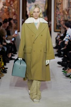 Lanvin Fall 2020 Ready-to-Wear Fashion Show - Real Time - Diet, Exercise, Fitness, Finance You for Healthy articles ideas High Class Fashion, Fashion 2020, Fashion Show, Fashion Looks, Edwardian Fashion, Gothic Fashion, Emo Fashion, House Of Worth, Madeleine Vionnet