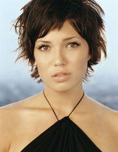 15-Mandy-Moore-short-hair-sassy-styles-short-messy-looks