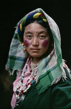Tibet by Steve McCurry: katia_lexx — ЖЖ Steve Mccurry, We Are The World, People Around The World, Beautiful World, Beautiful People, Fotojournalismus, Afghan Girl, Ethno Style, Reportage Photo