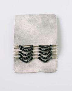 Christine Matthias – Schmuck / Brosche | brooch   Silber beweglich montiert, Spinell silver movable mounted, spinel