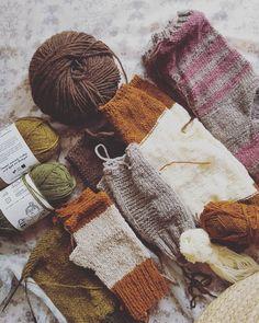 """0 Gostos, 0 Comentários - Pontos e Voltas (@angelapontosevoltas) no Instagram: """"S E R ÃO . Para que na próxima estação de outono/inverno não fique ninguém sem agasalhos, comecei…"""" Straw Bag, Winter Hats, Bags, Instagram, Fashion, Fall Winter, Dots, Tricot, Purses"""