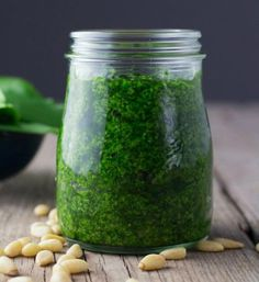 Wild Garlic Pesto - Amazingly Tasty - Wild Garlic Pesto Healthy and delicious wild garlic pesto. It takes only a few minutes to make. You can use it as a pasta sauce, salad dressing, or bread spread. Garlic Recipes, Detox Recipes, Garlic Ideas, Detox Foods, Wild Rose Detox, Ramp Pesto, Wild Garlic Pesto, Vegetarian Recipes, Healthy Recipes
