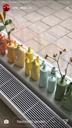 Pastellfarbene Vasen aus Putzmittelverpackungen