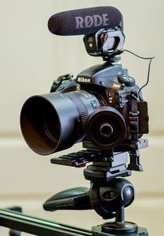 How to Use a DSLR to Shoot Video - Same setup can be used with a Canon Gear - Nikon Video Setup Nikon D5200, Dslr Nikon, Dslr Lenses, Dslr Photography Tips, Photography And Videography, Photography Equipment, Photography Backdrops, Digital Photography, Landscape Photography