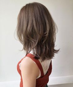 To know everything about this trendy haircut, we asked Patrick Lagré, artistic director of the Toni & Guy hair salons . Medium Hair Cuts, Medium Hair Styles, Short Hair Styles, Korean Short Hair, Short Straight Hair, Short Hairstyles For Women, Pretty Hairstyles, Hair Inspo, Hair Inspiration