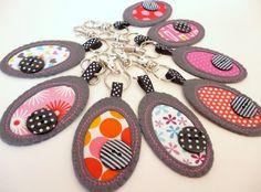 fabric PEBBLE  key ring. £8,00, via Etsy.