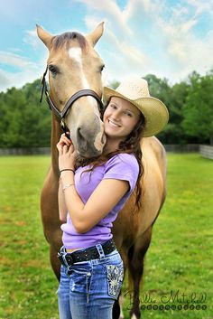 Pictures with horses Country Senior Pictures, Girl Senior Pictures, Senior Girls, Senior Photos, Senior Portraits, Horse Girl Photography, Senior Photography, Western Photography, Pictures With Horses