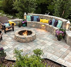 Paver Fire Pit, Fire Pit Bench, Fire Pit Wall, Fire Pit With Pavers, Brick Fire Pits, Cozy Backyard, Backyard Patio Designs, Fire Pit Backyard, Fire Pit Next To Pool
