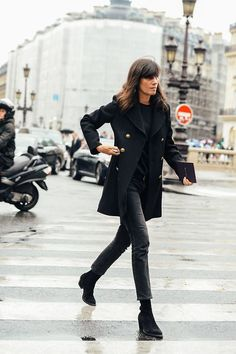 20 Emanuelle Alt Looks that Define uniform dressing | DeSmitten