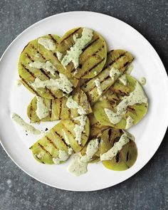 Grilled Green Tomatoes w. Creamy Basil Sauce: Make use of unripened green tomatoes, grilled and dressed with basil sauce, in this simple side that goes well with fried chicken or grilled steak. Green Tomato Recipes, Fruit Recipes, Sauce Recipes, Recipies, Recettes Martha Stewart, Martha Stewart Recipes, Grilling Recipes, Cooking Recipes, Grilling Sides