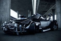 Created by the Jordanian designer Khaled Alkayed, the Mad Max-worthy Maybach Exelero concept features a range of enhancements which turn it from a 700 horsepower luxury coupe, into a battle-ready, gun-toting, armor-plated sinister death machine. Strange Cars, Weird Cars, Cool Cars, Crazy Cars, Mad Max, Maybach Exelero, Maybach Car, Muscle Cars, Automobile