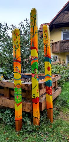 Garden Crafts, Garden Projects, Art Projects, Outdoor Crafts, Outdoor Art, Peace Pole, Garden Poles, Pole Art, Stick Art