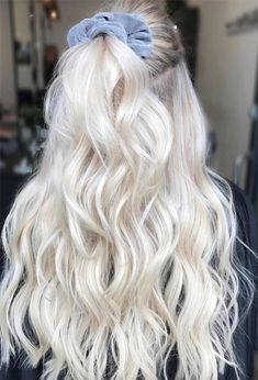 Find 59 examples of platinum blonde hair color shades to rock, as well as the best platinum hair dye kits to achieve the perfect icy hair at home! Blonde Hair Colour Shades, Platinum Blonde Hair Color, White Blonde Hair, Light Blonde Hair, Blonde Hair Looks, Platinum Blonde Hairstyles, Platnium Blonde Hair, Blonde Hair Outfits, Blonde Long Hair