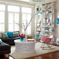 Love the way this bookcase is styled. If it wasn't done so well the shelves would probably look kind of cheap. Funny what some well placed accessories can do.