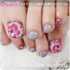 秋冬flowerネイル♡ #ショート #グレー #スモーキー #レッド #フラワー #ワンカラー #フット #デート #秋 #冬 #ジェルネイル #お客様 #ancherir #ネイルブック Acrylic Toe Nails, Drip Nails, Glow Nails, Toe Nail Art, Pedicure Designs, Pedicure Nail Art, Toe Nail Designs, Pretty Toe Nails, Cute Toe Nails