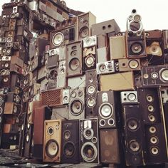 Wall of Sound. Wall of Sound. Audiophile, New Jack Swing, Wall Of Sound, Sound Sound, Dj Booth, Dj Equipment, Boombox, Loudspeaker, Cool Stuff