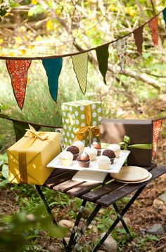 Could this party be more perfect? LOVE!!!!!!! Eco-friendly Woodland Birthday Party Supplies & Acme Discount - Simplified Bee