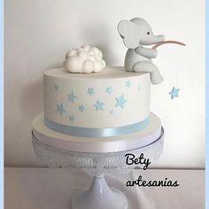 Elephant Baby Shower Cake, Elephant Cakes, Elephant Birthday, Girl Baby Shower Decorations, Boy Baby Shower Themes, Baby Boy Shower, Gateau Baby Shower Garcon, Ideas Bautismo, Minion Cupcake Toppers