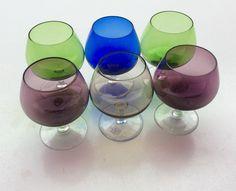 värilliset konjakkilasit . korkeus 9cm . sininen ja punertava jäljellä .  @kooPernu Bar Accessories, Wine Glass, Tableware, Dinnerware, Barware, Tablewares, Dishes, Place Settings, Wine Bottles