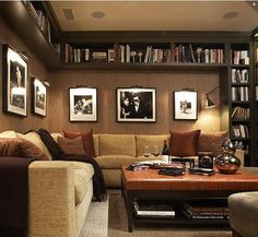 When homeowners invite guests and company into their home typically the first thing that visitors see is the living room, or family room, of the house. Unless there is a foyer before the living roo… Home Library Design, House Design, Modern Library, Design Case, Home And Living, Cozy Living, Living Rooms, Living Spaces, Home Projects