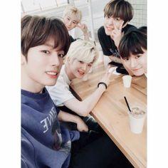 W24 ♥️ K Pop, Scene Photo, Twitter, Taehyung, Behind The Scenes, Youtube, Anime, Idol, Korean