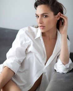 """Sneak Peek new images of """"Wonder Woman"""" actress Gal Gadot in the latest issue of """"Glamour"""" (Spain) magazine: Beautiful Celebrities, Beautiful Actresses, Beautiful Women, Gal Gadot Wonder Woman, Img Models, Beauty Pageant, Celebrity Pictures, Hollywood, Celebs"""
