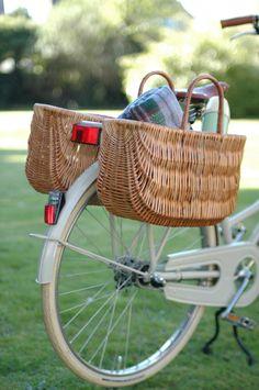Weidenkörbe am Fahrrad