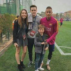 Bæ hoje com fãs depois do treino ⚽ #neymar#neymarjr#ney#njr#amor  #neymarzete#ídolo#love#perfect#11 #crak#fenomeno#omelhor#team #tudopassa#neymarzetes #neymarzeteparasempre #alegria#ousadiaealegria#football  #bestplayer#teamo#sempre#fcb #fcbarcelona#treino