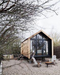 Super Ideas garden shed modern backyard house Backyard House, Modern Backyard, Garden Modern, Tiny House Cabin, Tiny House Living, Shed Design, Tiny House Design, Design Art, Micro House