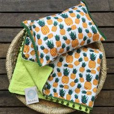 Canga Toalha de Praia - Canga Atoalhada Coco - 77 Kit Canga Atoalhada e Almofada Buzios - Kit de praia - - comprar online Beach Stores, Skirt Mini, Types Of Craft, Pillow Covers, Diy And Crafts, Sewing Patterns, Embroidery, Knitting, Handmade