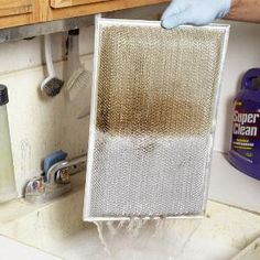 Cleaning Checklist: 11 Tips for a Clean Kitchen How to Clean Range Hood Grease FilterHow to Clean Range Hood Grease Filter Household Cleaning Supplies, Household Cleaners, House Cleaning Tips, Diy Cleaning Products, Cleaning Solutions, Deep Cleaning, Spring Cleaning, Kitchen Cleaning, Cleaning Grease