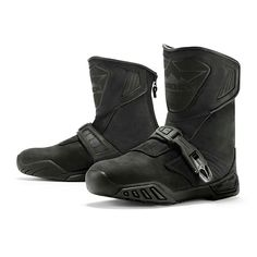 Icon Raiden Treadwell: Insulated, full-waterproof liner is fully tested and meets EN requirements, including optional waterproof requirement. Mens Motorcycle Boots, Motorcycle Outfit, Leather Men, Leather Boots, Triumph Street Twin, Motorbike Leathers, Cheap Boots, Waterproof Boots, Waterproof Liner