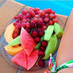 Delicious fruit platter to brighten our day I Love Food, Good Food, Yummy Food, Tasty, Healthy Snacks, Healthy Eating, Healthy Recipes, Cooking Recipes, 21 Day Fix