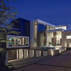 A Spectacular Beverly Hills House Big Modern Houses, Modern Mansion, Modern House Design, Luxury Boat, Beverly Hills Houses, Mega Mansions, Languedoc Roussillon, Luxury Homes Dream Houses, Beaux Villages