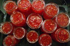 Maalaisbistro: CHILIHILLO PAPRIKALLA, LIMELLÄ JA INKIVÄÄRILLÄ Chili, Stuffed Hot Peppers, Chutney, Preserves, Pickles, Lime, Veggies, Food And Drink, Cooking Recipes