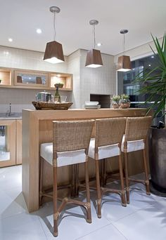 Kitchen lighting ideas over island and fixtures will add style to any home. for low ceiling diy home light decor - modern kitchen lighting Modern Kitchen Lighting, Home Trends, Home And Deco, Home Kitchens, Kitchen Remodel, Kitchen Decor, Sweet Home, House Design, Decoration