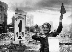 Berlin, dirigiendo el trafico en 1945