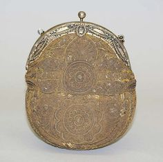 Evening bag early 20th century, probably French. Silk, metal, metallic thread, sequins (hva)