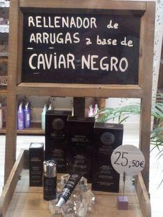 Detalle del rellenador de arrugas de caviar negro.  Tienda KROUS de Mollet del Vallés.