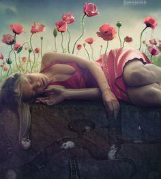超現實奇幻浪漫主義攝影-Kassandra Igolka,是瑞典裔的俄國女攝影師,出生於1981年,作品豐富而質精,廣受東歐攝影圈的矚目,目前,生活與工作都在烏克蘭的基輔。作品充滿各種超現實的神秘奇幻,猶如神話世界。